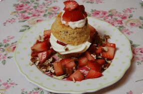 Brown Sugar Cake w/ Strawberries & White Chocolate Mousse